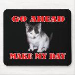 Continúe - haga mi gatito del día alfombrillas de raton