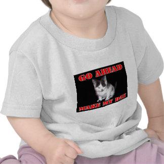 Continúe - haga mi gatito del día camisetas