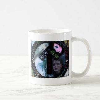 Contra la influencia taza de café