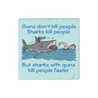 Control de armas divertido del tiburón imán de piedra