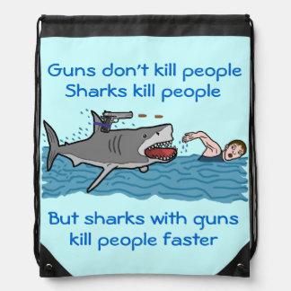 Control de armas divertido del tiburón mochila