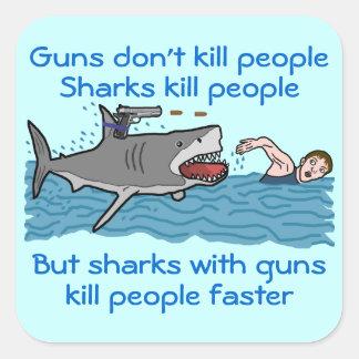 Control de armas divertido del tiburón pegatina cuadrada
