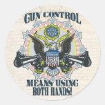 Control de armas: Usando ambas manos Arma-Toting Etiquetas Redondas