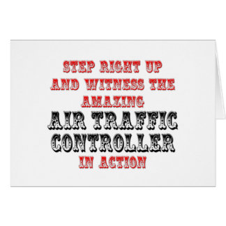 Controlador aéreo asombroso en la acción tarjeta de felicitación
