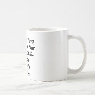 controlador aéreo del miedo taza de café