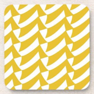 Controles de oro del amarillo posavasos de bebida