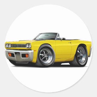 Convertible amarillo 1969 del Roadrunner Pegatina Redonda