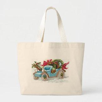 Convertible azul con las guirnaldas del acebo y lo bolsa lienzo
