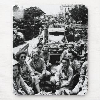 Convoy de las enfermeras WWII Tapetes De Ratón