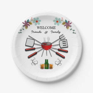 Cookout agradable de la familia y de la reunión de platos de papel
