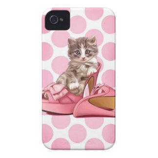 Coon de Maine en deslizador rosado del arco iPhone 4 Case-Mate Funda