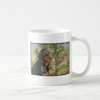 Coonhound negro y del moreno taza