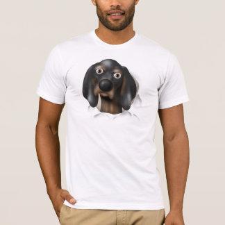 Coonhound (negro y moreno) que revienta hacia playera