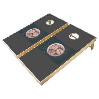 Coookies del microprocesador de chocolate en una juego de cornhole