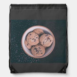 Coookies del microprocesador de chocolate en una mochila