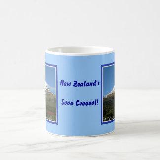 ¡Coool de Nueva Zelanda! Taza del Mt Taranaki de l