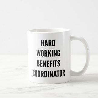 Coordinador de trabajo duro de las ventajas taza
