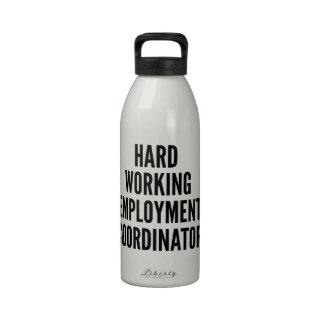 Coordinador de trabajo duro del empleo botella de beber