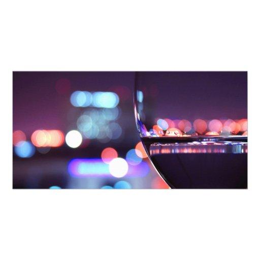 Copa de vino abstracta en un ajuste romántico tarjeta con foto personalizada