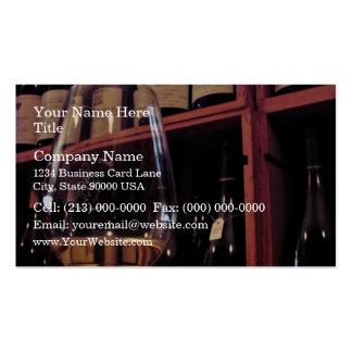 Copa de vino con las botellas en fondo plantilla de tarjeta personal