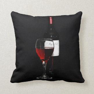 copa de vino y botella rojas cojines
