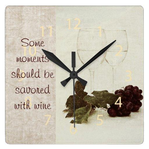 copas de vino blancas rústicas con el reloj de la