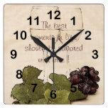 copas de vino con el reloj de la cocina de las uva