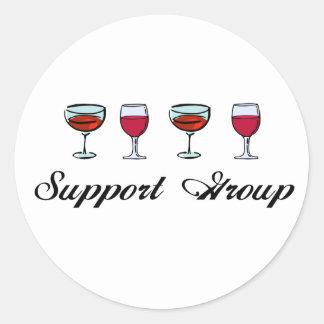 Copas de vino del grupo de ayuda pegatina redonda