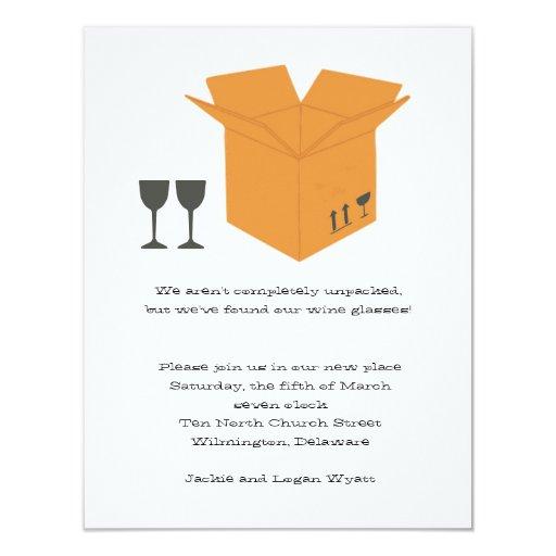 Copas de vino y invitación móvil del estreno de