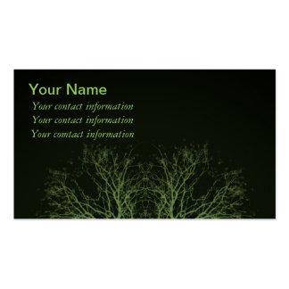 Copas verdes en tarjetas de visita negras del fond