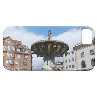 Copenhague Dinamarca, fuente bien de Caritas iPhone 5 Case-Mate Coberturas