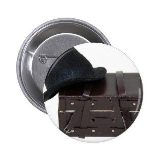 Copia HatAndTrunk030709 Pin