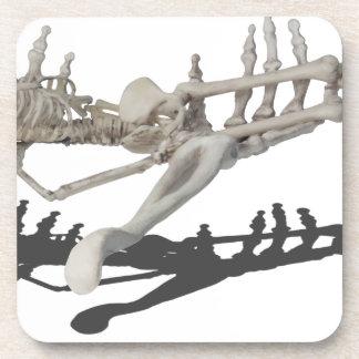 Copia SkeletonHandsHoldingSkeleton081914 Posavasos