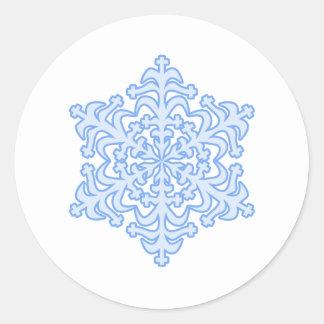 Copo de nieve azul helado delicado del navidad del pegatina redonda
