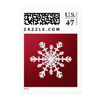Copo de nieve de plata elegante en el rojo para el timbre postal