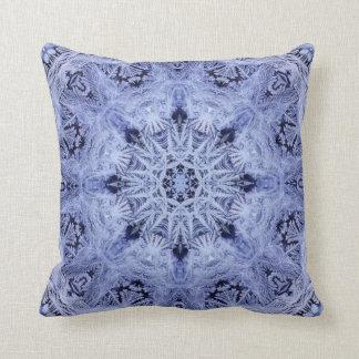 Copo de nieve del azul de la lavanda cojín