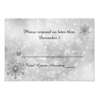 Copo de nieve del invierno que casa la tarjeta de