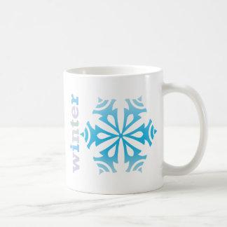 Copo de nieve del invierno taza clásica