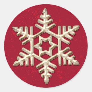 Copo de nieve del oro en día de fiesta rojo pegatina redonda