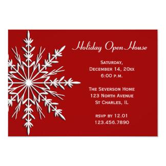 Copo de nieve en la invitación roja de la casa