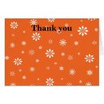 Copos de nieve anaranjados y blancos felicitaciones