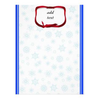 Copos de nieve azul claro con la etiqueta roja de plantilla de membrete
