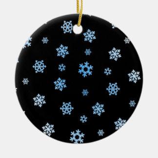 Copos de nieve (azul y blanco) adorno navideño redondo de cerámica
