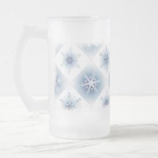 Copos de nieve azules brillantes jarra de cerveza esmerilada