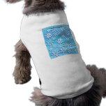 Copos de nieve azules de la onda camisa de mascota
