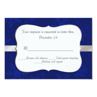 Copos de nieve azules elegantes que casan la invitación 8,9 x 12,7 cm