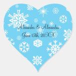 Copos de nieve azules que casan favores pegatinas de corazon