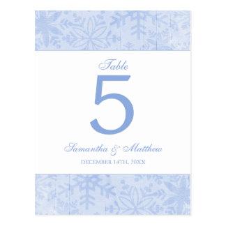 Copos de nieve azules que casan número de la tabla tarjetas postales