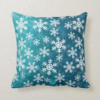 Copos de nieve azules y blancos del trullo cojín