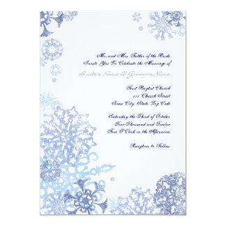 """Copos de nieve azules y blancos que casan la invitación 5"""" x 7"""""""